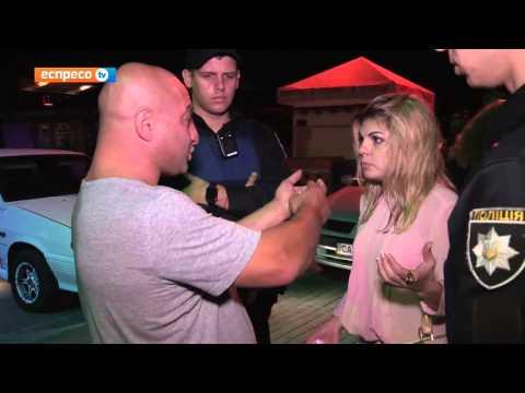 Як п'яний водій-іноземець вихвалявся копам, що тягав дівчину за волосся