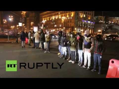 Ukraine: Watch Maidan supporters form a blockade in Kiev