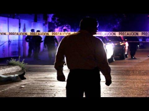Jóvenes ejecutados en el DF la madrugada de hoy, viernes 24 de octubre de 2014 / Vianey Esquinca