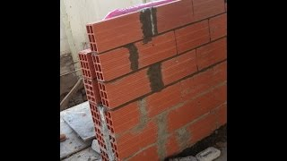 جدار معزول (بصوف صخري او فوم - فلين) مكون من جدارين بينهما عازل