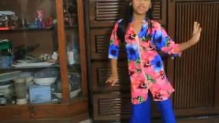 little girl dance  Item Bomb   Kelor Kirti movie song 1 ENTERTAINMENT CHANNEL