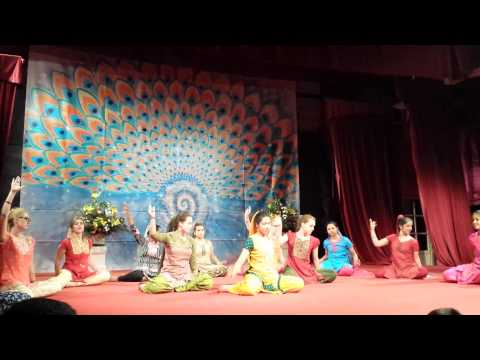 Bumbro - Bollywood Dance - Daglio Yuvas 2014