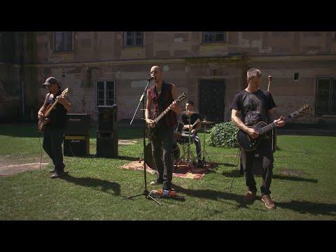 Holttér - Más nem érdekel (Official Music Video)