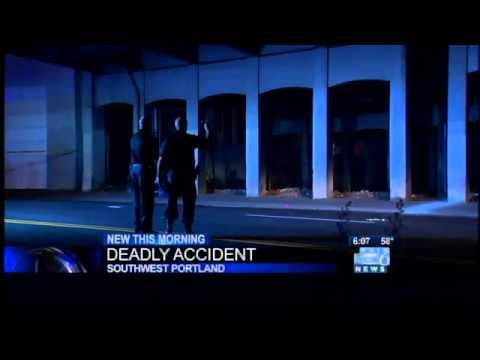 Biker hits pole, dies near Ross Island Bridge