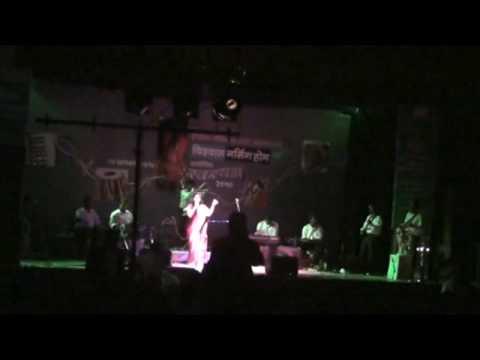 Dr Prachi pati singing reshmachya reghani