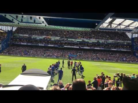 Chelsea give Leicester City and Claudio Ranieri a guard of honour at Stamford Bridge. 15/05/2016