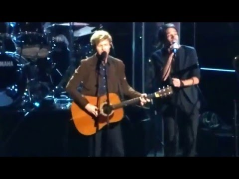 30th Annual Rock N Roll Hall Of Fame Inductions - 2015 - Beck - Satellite Of Love - Lou Reed video