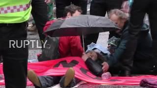 UK: Extinction Rebellion protesters glue themselves together on Fleet Street