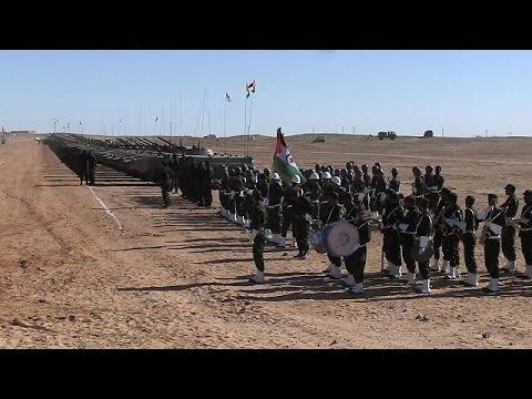 Parade militaire des forces du Sahara occidental à Tindouf