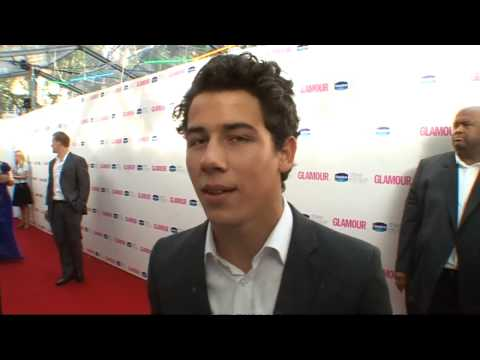 Nick Jonas interview - Living in London & Les Mis Music Videos
