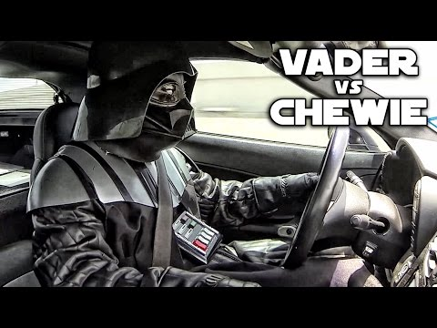 Darth Vader vs Chewbacca - Street Racing