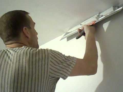 Видео как шпаклевать потолок