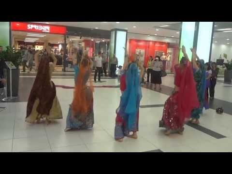 Shakti Indian dance group - Rangeelo maro dholna