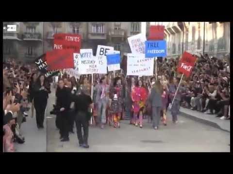 Gisele Bündchen se une al feminismo de Chanel en París