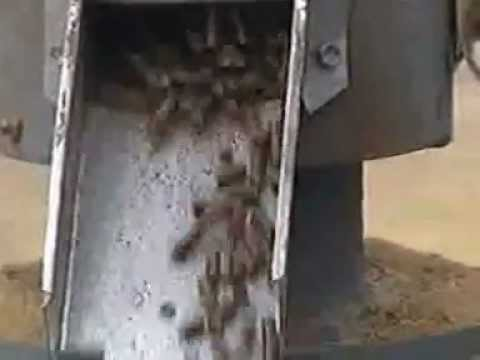 animal chicken feed pellet making mill.mp4