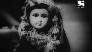 Laaje ranga holo Kane Bou Go 1969 Parineeta Arati Mukherjee