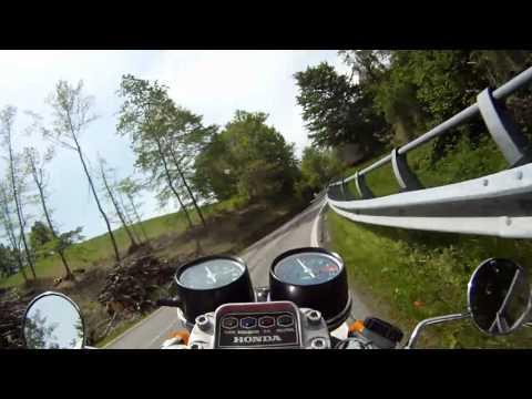 Moto Guzzi V7-Racer vs. Honda CB500 Four GAAASSS