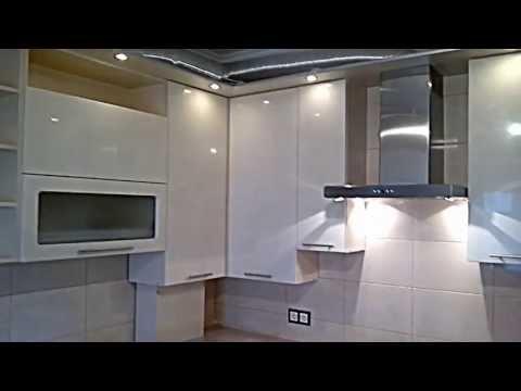 кухня кремовый верх, нижние шкафы - цвет венге, светлая столешница - шкаф39.рф