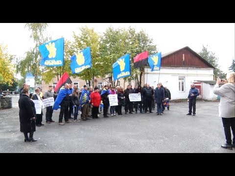 Свободівці влаштували акцію біля відділку поліції в Радомишлі