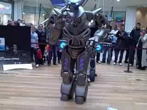 Titan the Robot in Birmingham Bullring 1