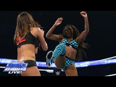 Naomi vs. Nikki Bella - Divas Championship Match