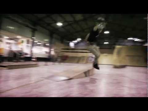 A l'occasion de la sortie de son pro model de Roues BHc, Mathias Silhan nous fait une démo au nouveau skate park de la la Hague.