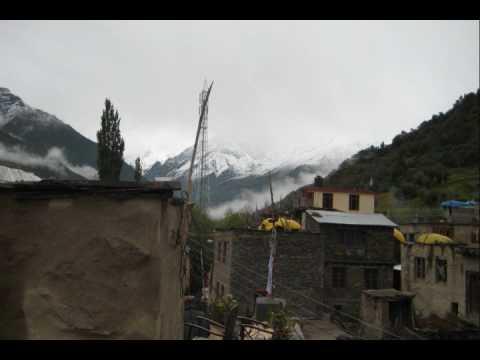 Himachali Folk Song Kali Ghaghri Lyayan Ho-navankursood video