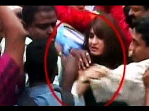 Singham Returns | Kareena Kapoor Mobbed In Public video