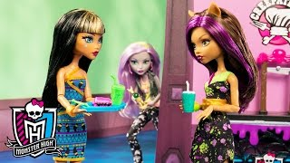Locker Looter at Monster High! | Fangtastic Fall Series | Monster High