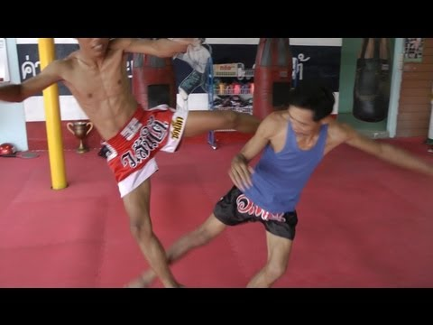Muay Thai Kicks - Cut Kick - เตะตัด Image 1
