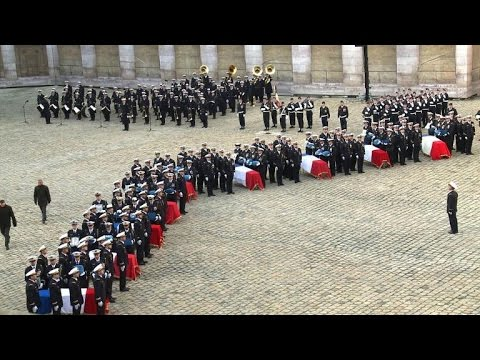 Hollande pays tribute to airmen killed in F-16 crash