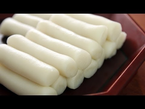 Garaeddeok (long cylinder shaped rice cake: 가래떡)
