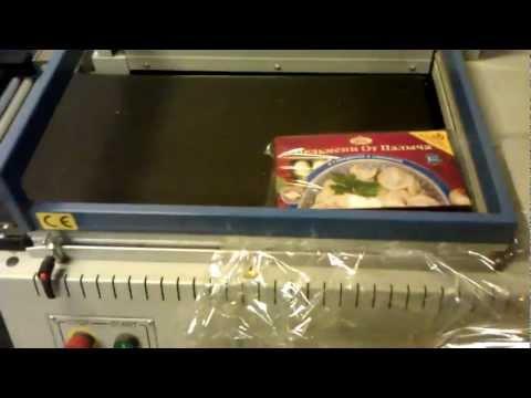 Упаковка коробки пельменей в термоусадке