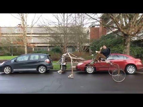 ペダルをこぐと自転車が歩く斬新な乗り物♪