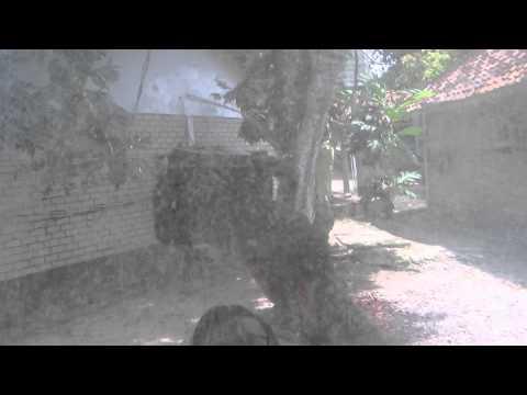 Ujung Genteng (intip teman mandi di Pondok Hexa) Part 3