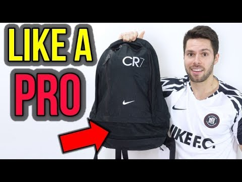 PACK LIKE A PRO! - WHAT'S IN MY SOCCER BAG OCTOBER 2018