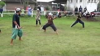 Subhanallah aksi terbaik menggunakan pedang & tongkat dengan gerakan reflex (Ust Dhomiruddin)