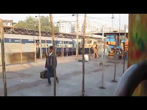 Rarest Ever-Parallel Action at Surat Railway Station B/w 2 Full AC Trains With WAP5 and WDG4