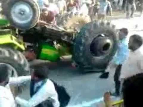 tractor tochan ACCIDENT in Lall Kalan, Ludhiana, Punjab, India.