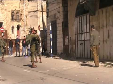 Israeli forces threaten Palestinian at gunpoint