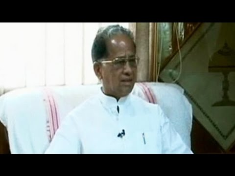 Assam Chief Minister Tarun Gogoi heckled by mob, rescued by security forces