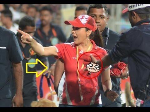 preity zinta kisses and romantic scene in cricket history
