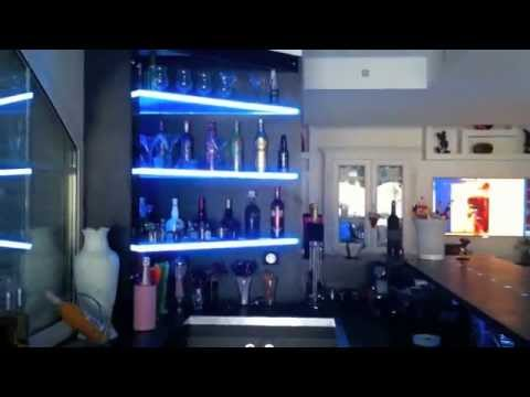 Decoration bar mur de bulles meubles interior design youtube for Decoration interieur cafe bar