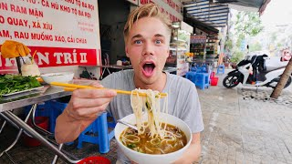 Crazy DELICIOUS NOODLES - Full Street food tour in Ho Chi Minh! (Saigon)