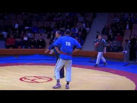 Маленький побеждает большого. Борьба на поясах.Tatar wrestling