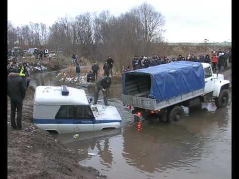 Как из реки ментовский УАЗик тянули.