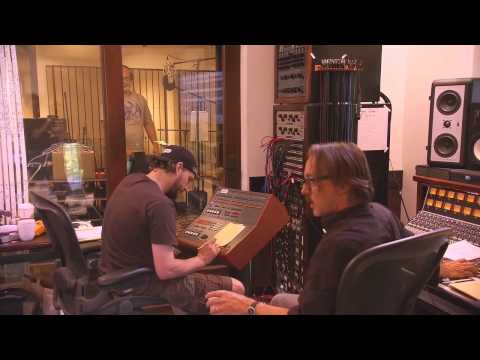 Foo Fighters recording 'Wasting Light' at Dave Grohl's house [2011]