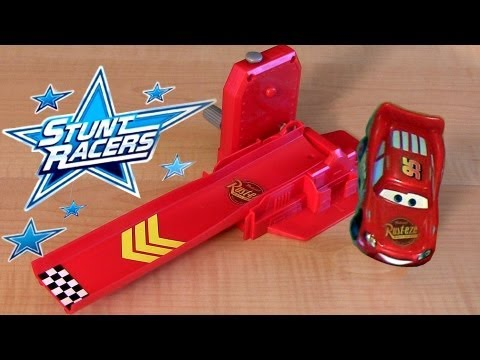 Red Metallic Stunt Racers Lightning McQueen Crank Launcher Playset Cars 2 Disney Pixar toy Review