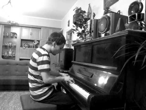 Kszyś Sobie Gra Na Pianinie