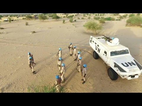 UN peacekeepers patrol Mali desert areas
